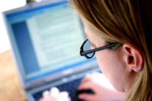WRITING-BlondeWriterTypingOverShoulder